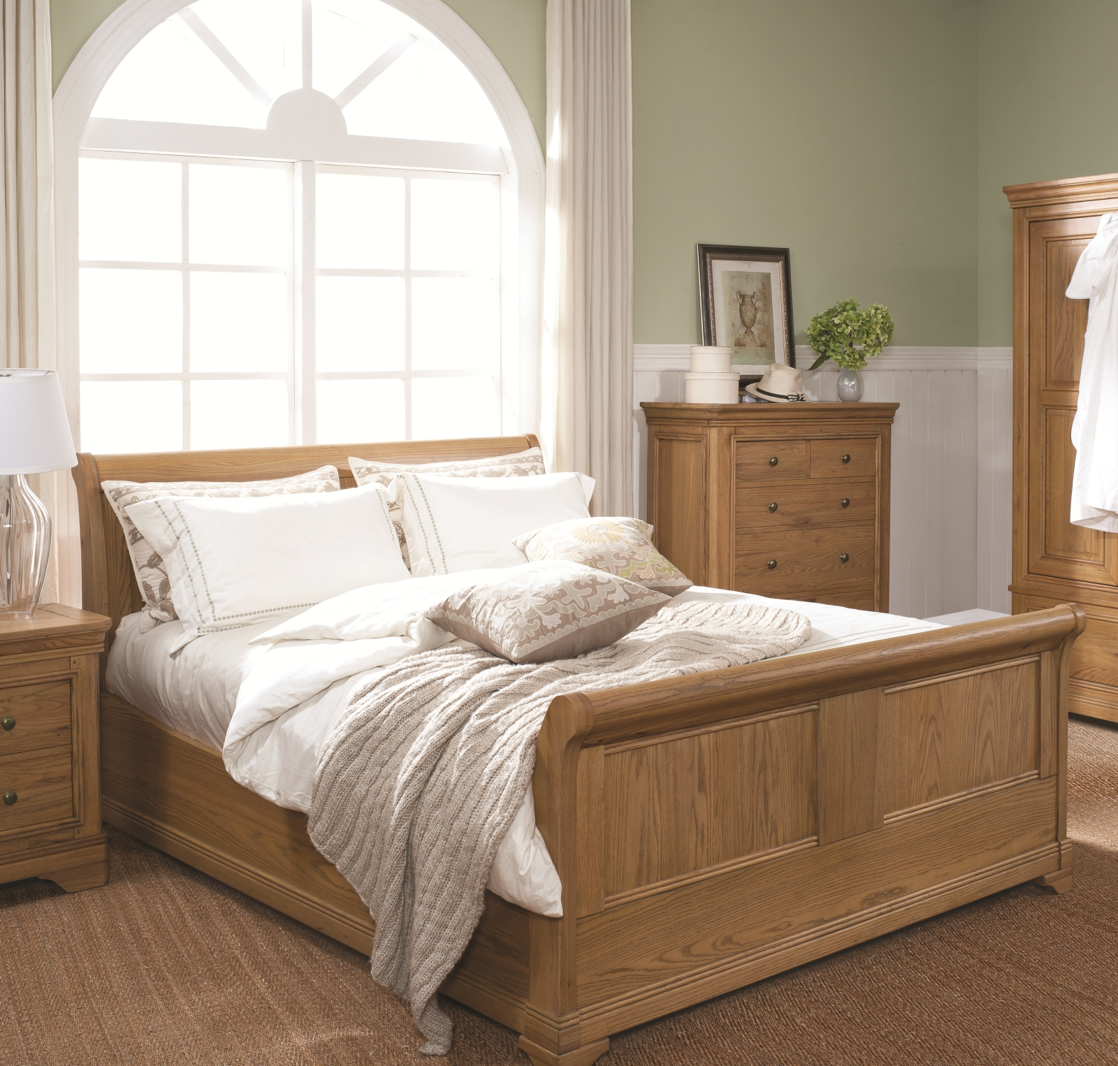 http://classicfurn.co.uk/media/download/frco%20bedroom%20setting_hires.jpg
