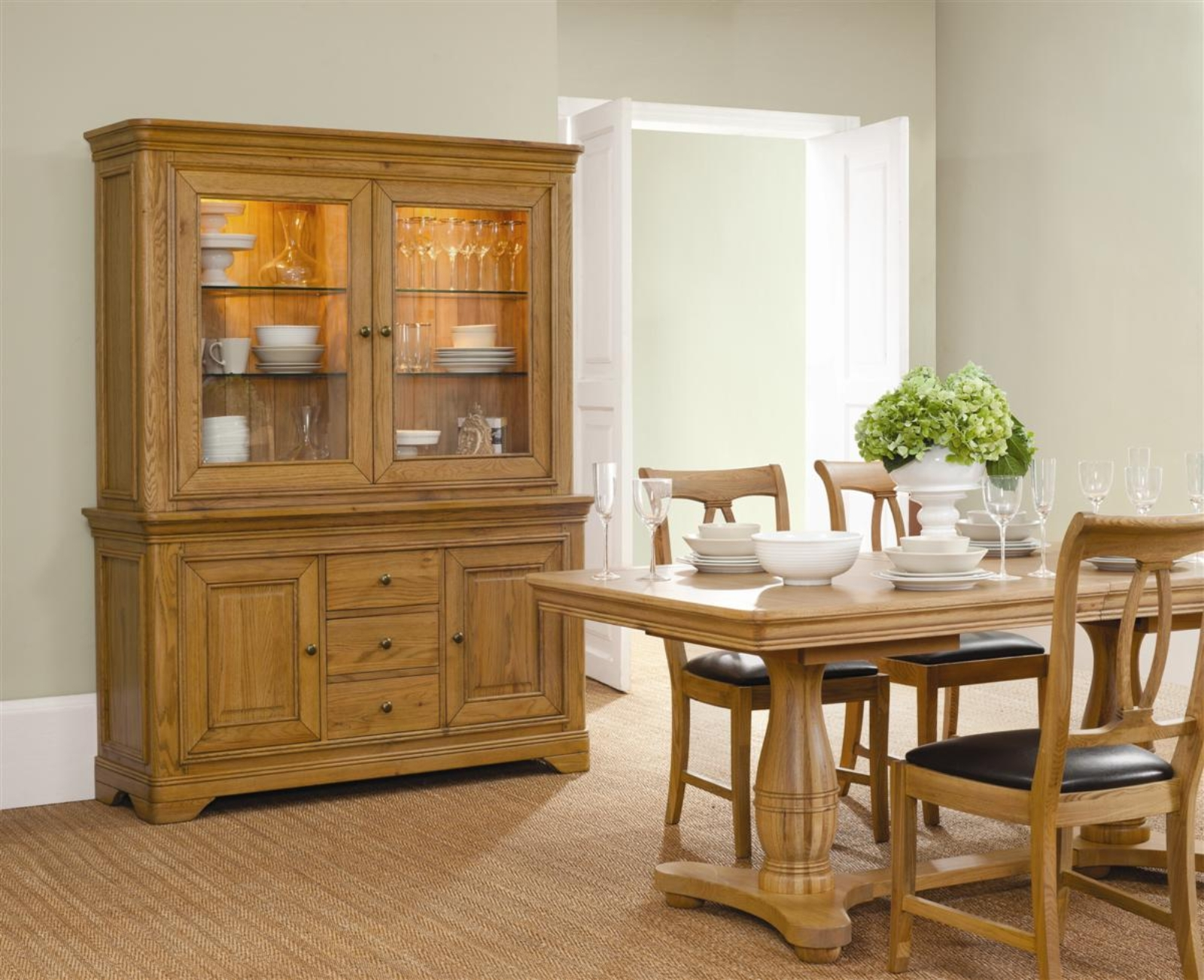 http://classicfurn.co.uk/media/download/frco_dining%20setting_uncroped.jpg