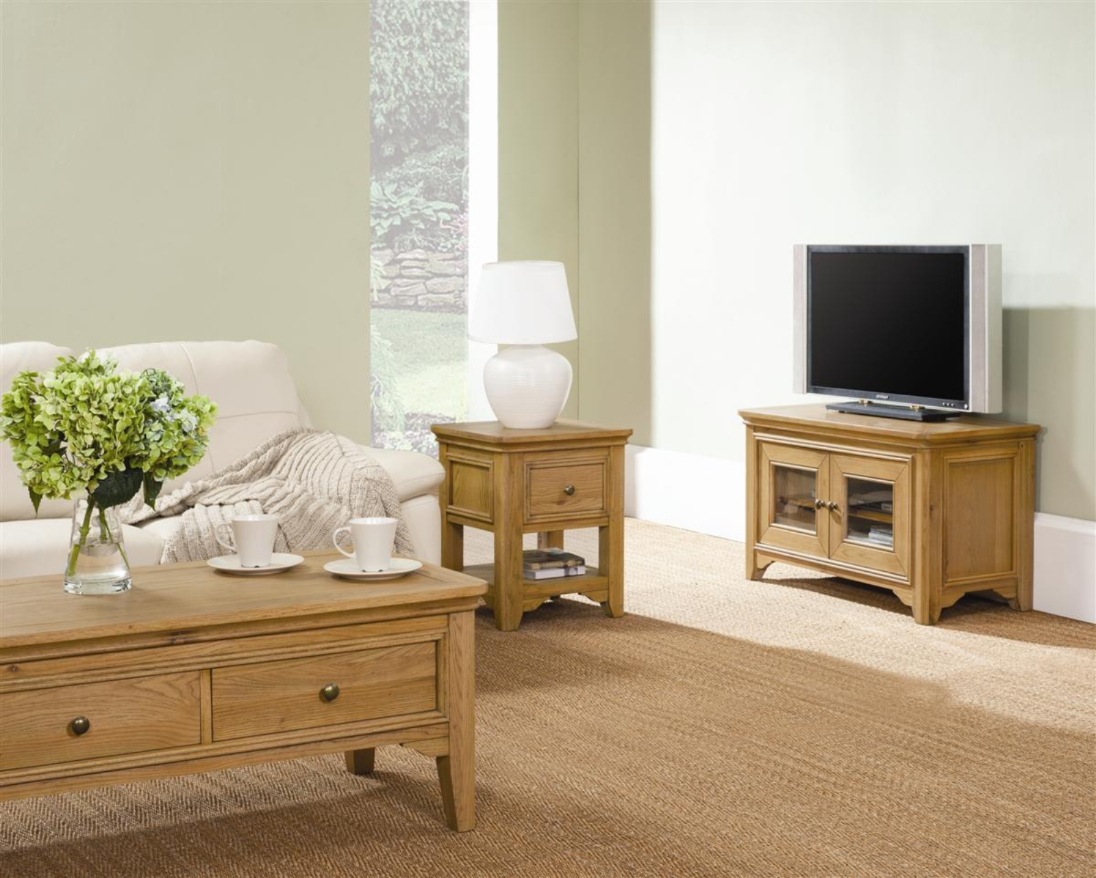http://classicfurn.co.uk/media/download/frco_living%20%20setting.jpg